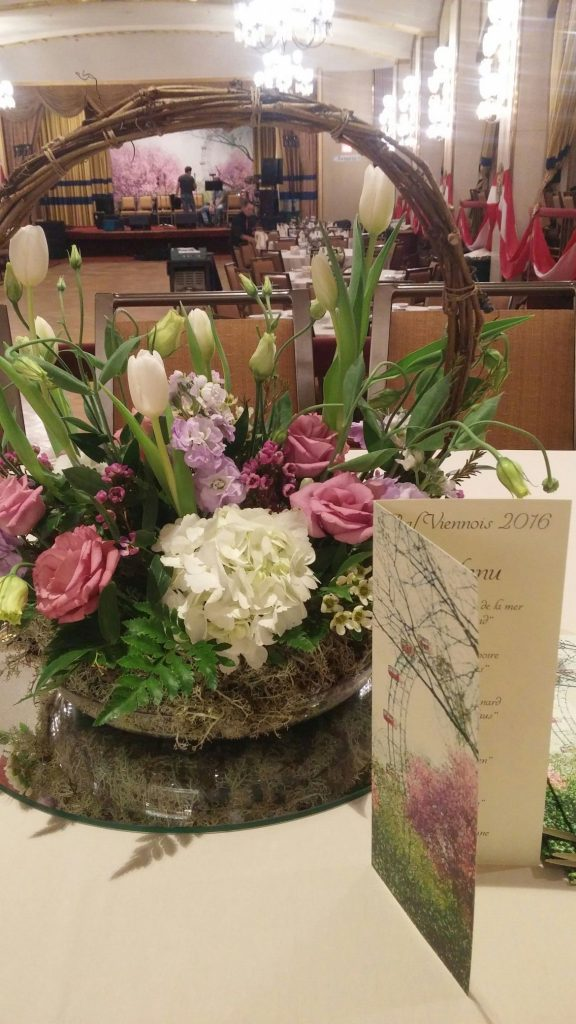 2016-ball-flower-arrangement-reflecting-prater-theme